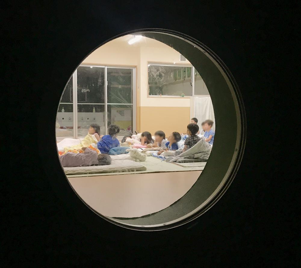 丸窓 教室 こども園 埼玉