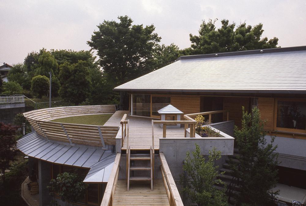 屋上緑化 芝庭 ブリッジ デッキテラス
