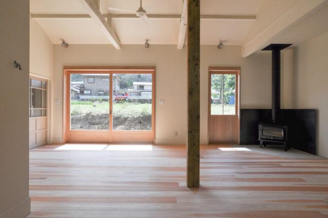高麗川沿いの木造一戸建て:アンティーク部材と塗装仕上げの家(飯能市)の画像
