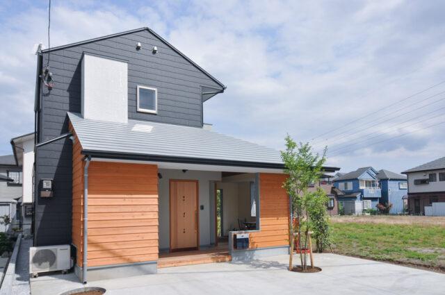 【外で音楽を聴いてもいいよね 木造新築:屋根のあるアウトドアリビング】飯能市 設計事務所の『家づくり』の画像