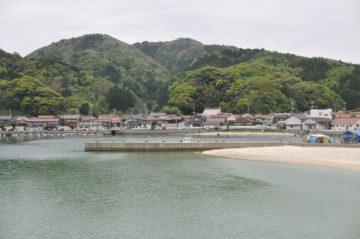 美保半島(島根県)の小さな漁村で堤防釣りの画像