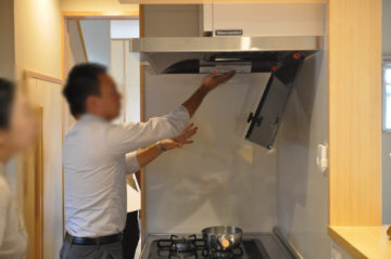 【住宅完成引き渡しの際の器具の取扱説明】タカラスタンダードのキッチンの画像