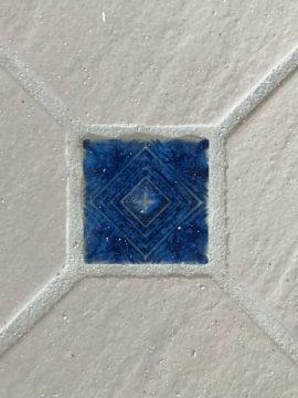 内装床タイルの飾り張り よ〜く覗いてみると・・・飯能市の画像