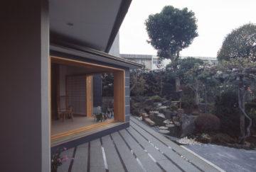 【リビングの岬の突端は、プライベートガーデン】設計事務所の家づくりの画像