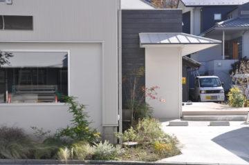 【冬のグリーンスペース】テナントハウスの前庭(入間市豊岡)の画像