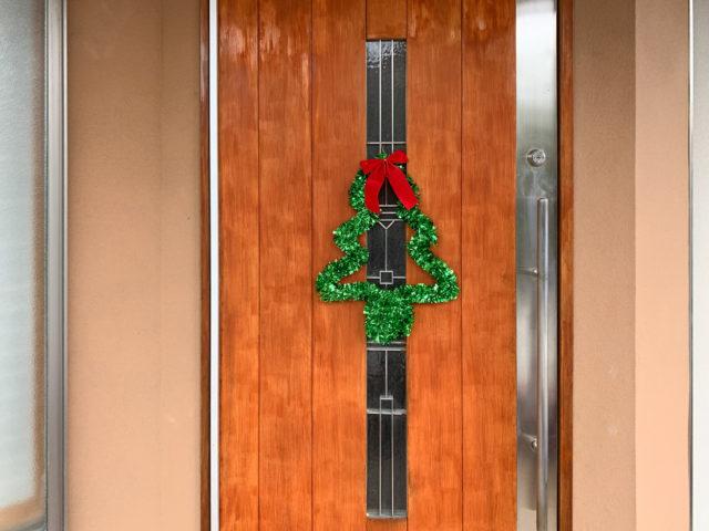 【Merry Christmas!】木製玄関扉のメンテナンスと飾り付けの画像