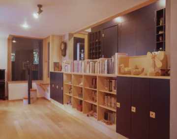 『35mmリバーサルフィルムとブローニーフィルム(6×4.5cm)』のフィルムスキャン 埼玉の設計事務所 過去の建築撮影写真の管理の画像