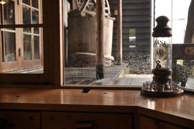 【設計事務所アトリエの軒下テラス】水洗い清掃の画像