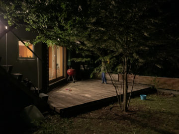 【家で過ごそう!】『庭のデッキで花火!気持ちはキャンプ!』の画像