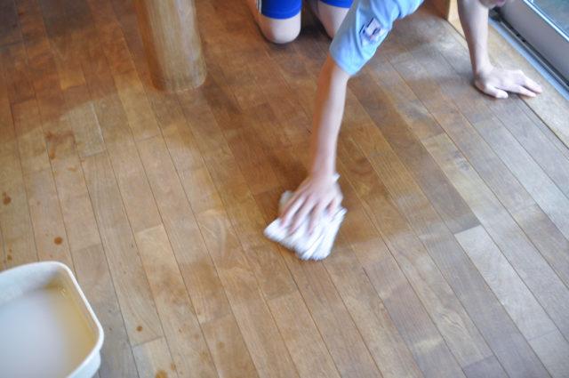 【床がベタベタのため、フローリング ワックス掛け】木の家のメンテナンス(埼玉県の家づくり)の画像