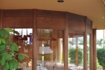 『大里屋本店』さんのフロント木製建具の収まり(完成から17年経過)の画像
