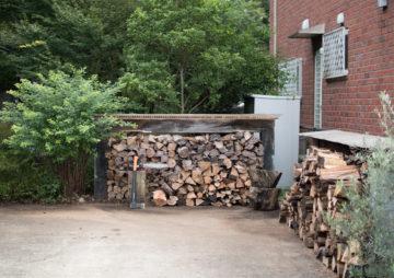 【薪ストーブのある暮らし】 今日はちょっと涼しくなったので薪割りの画像