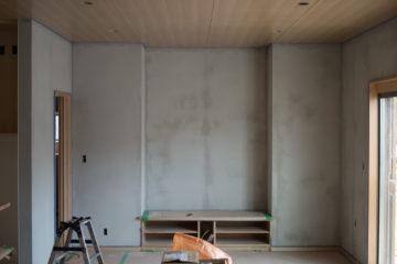 【設計事務所 家づくりの現場】塗り壁(漆喰&聚楽)の下塗りの様子(入間市)の画像