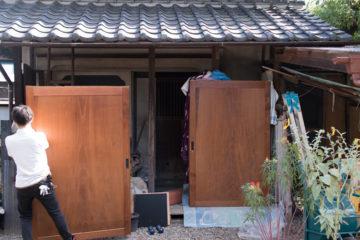【入間市の家づくり】古い幅広の板戸をリペアして再利用の画像