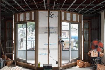 『オフィス→住宅』リノベーション (壁&断熱材の解体完了)の画像