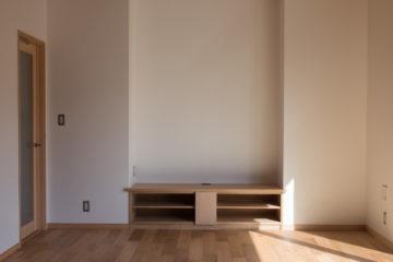 【リビングの中の「アールコーブ」を使ったテレビ置き場】設計事務所の家づくり(入間市)の画像