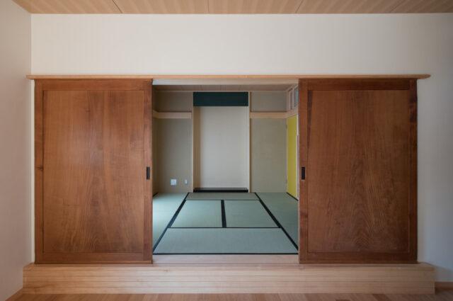 【以前の家にあった古くて大きな板戸を再利用】設計事務所の家づくり(入間市)の画像