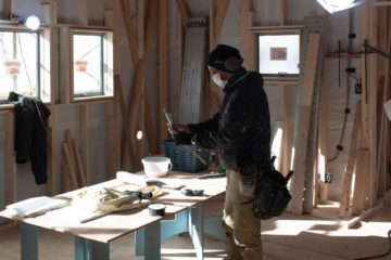 住宅工事現場の大工さんと「旧:染織指導所(現:入間市文化創造アトリエ AMOGO!)の棟梁の関係は?の画像