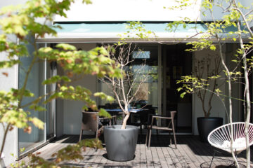 新緑の庭 デッキスペースで打ち合わせ(狭山市)の画像