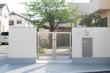 [外構工事] 塀&門周りの改修 (門前に溜まりをつくる&車のスムーズな出入りのために)の画像