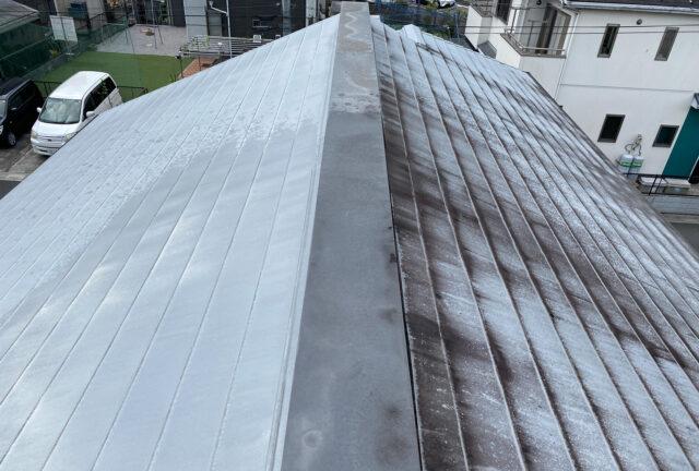 築12年の住宅の屋根(ガルバニウム鋼板)の高速洗浄 「汚れの正体は?」の画像